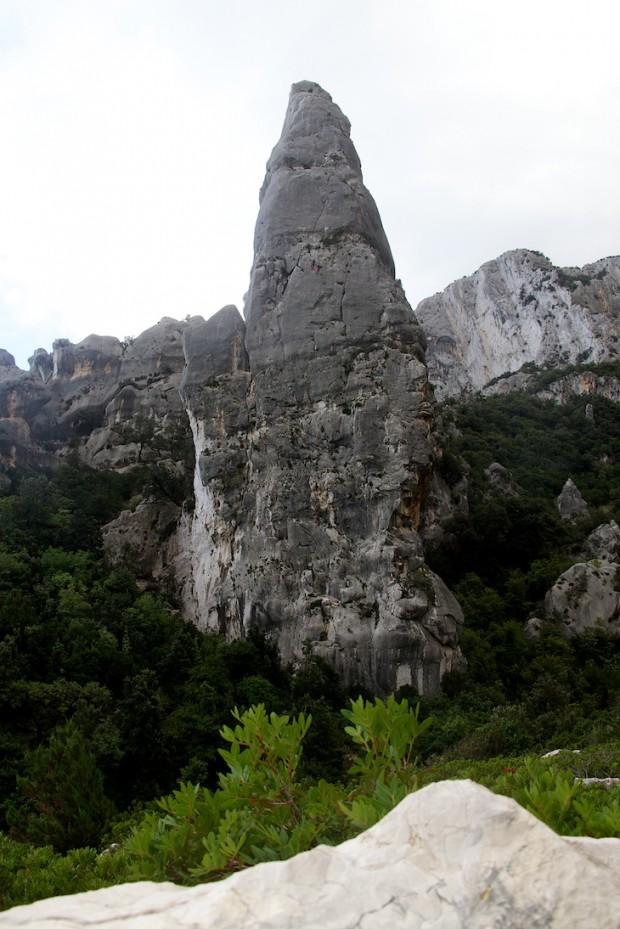 """Die beeindruckendste und sehr steile Nordwand an der Aguglia wird auf der sehr abwechslungsreichen """"Sole incantatore"""" fast in Falllinie durchstiegen"""