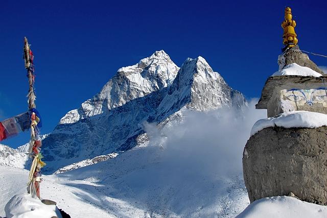 Eine der Besonderheiten dieser Bergschönheit ist, dass die Ama Dablam, hier die Nordwand, völlig frei steht und von allen Seiten extrem steil ist. Und wir hatten heute schon wieder mal traumhaftes Licht.