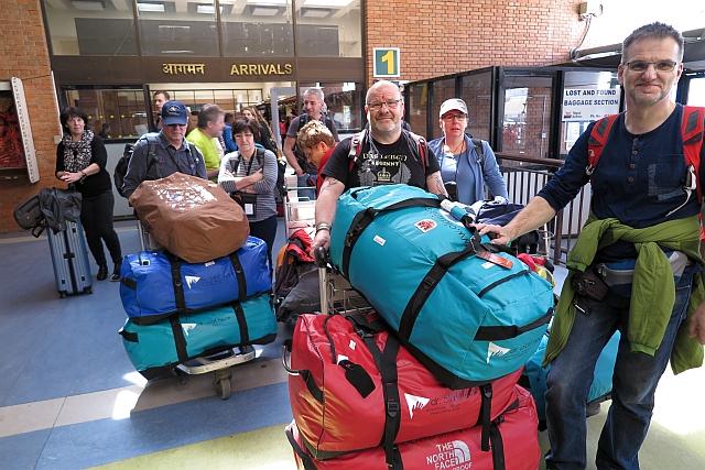 Ende gut alles gut, könnte man bei der Ankunft umwandeln in: Alles Gepäck angekommen, alle sind glücklich! Und morgen kann es weiter gehen.
