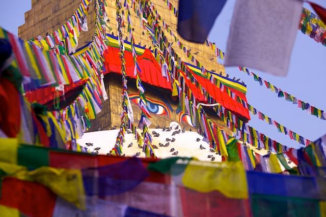 Die große Stupa von Bouddha wird morgen unser letztes Ziel. Hier tauchen wir noch mal in das Leben und Treiben der tibetischen Pilger ein, die schon seit mehr als 1000 Jahren an diesen für sie so heiligen Ort kommen.