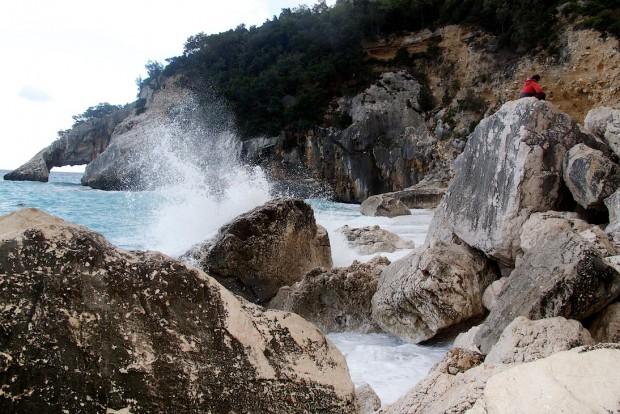 Die Cala Kolorite mit der über ihr aufragenden Aguglia ist wirklich einen Besuch wert. Man kann hier auch ganz wunderbar Baden. Nur eben leider nicht an diesem stürmischen Tag.