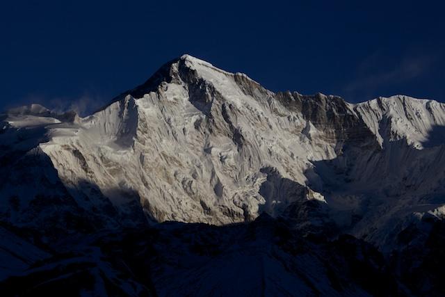 Dieser Anblick der grandiosen Südostwand des mit 8201 m sechsthöchsten Berges der Welt ist uns leider verwehrt geblieben. Aber vielleicht ist das ja noch ein Grund mehr, wiederzukommen.
