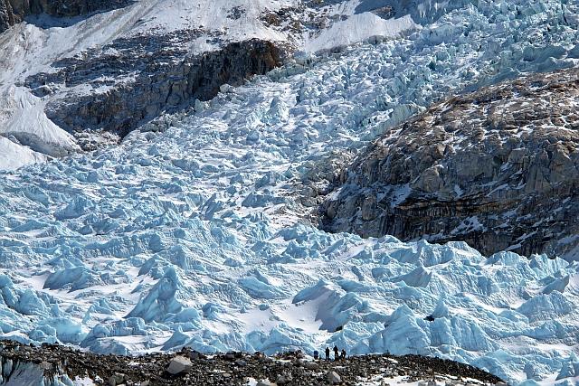 Der etwa 700 m hohe Khumbu-Eisfall ist sicher einer der beeindruckendsten und mächtigsten auf unserem Globus.