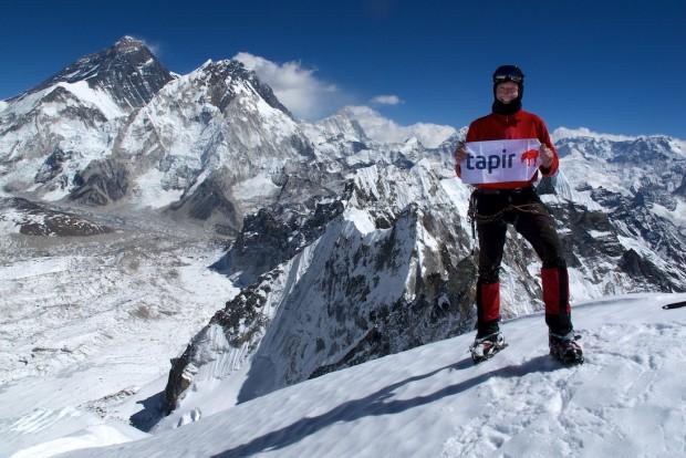 Drei Achttausender auf einem Bild: Everest, Lhotse, Makalu und mein Bergsportausrüster tapir, ohne den ich nirgendwo mehr hingehe.