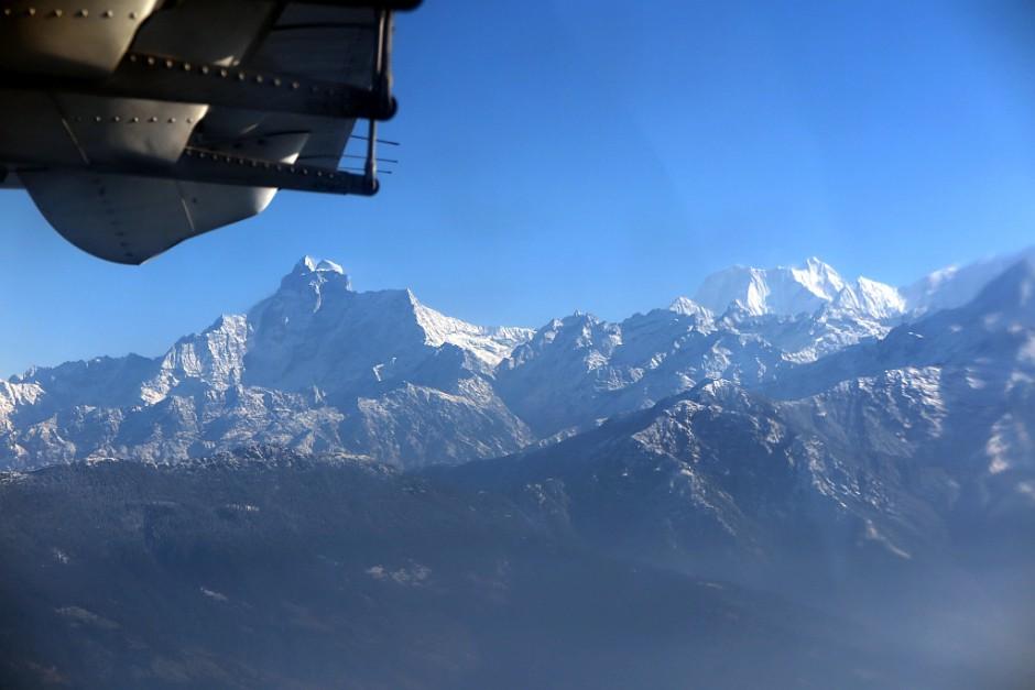 """""""Der schönste Linienflug der Welt"""" hat diesem Prädikat auf unserem Rückflug nach Kathmandu alle Ehre gemacht. Hier im Bild die beiden 7000er Gaurishankar (li) und Melungtse (re)."""