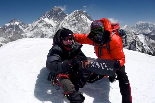Ein besonderes Highlight im vergangenen Jahr über das ich mich auch bis heute sehr freue. Sven und Stefan auf dem Gipfel des Nirekha Peaks. Die beiden werden sich an diesen Augenblick bis an ihr Lebensende erinnern. Diese Gewissheit macht mich glücklich.