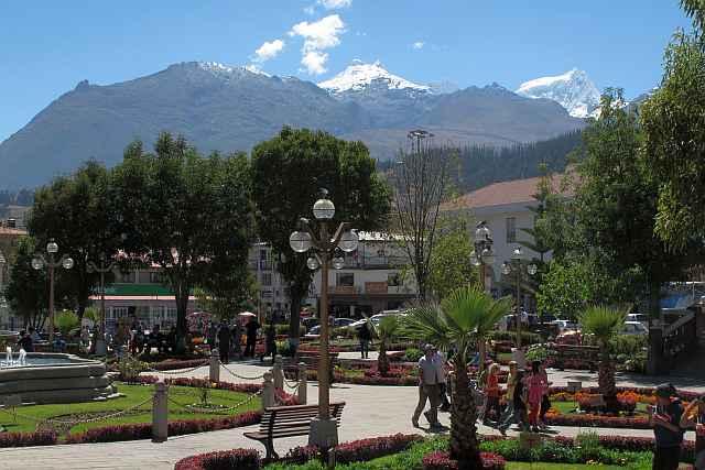 Das Zentrum in Huaraz ist auch sehr hübsch herausgeputzt. Die Stadt ist von vergletscherten Bergriesen umstellt und ist ein idealer Ausgangspunkt für Kletter- und Bergtouren aller Art.