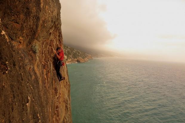 Klettern über dem Meer mit der Option jederzeit die felsen Felsen sei zu lassen und ins Wasser zu springen. Und das auch Ende Oktober oder Anfang November. Manchmal zu schön um wahr zu sein...