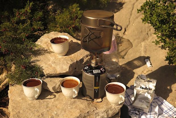 Kleiner Service zwischendurch. Es gab jeden Tag frisch aufgebrühten italienischen Kaffee direkt unter der Wand