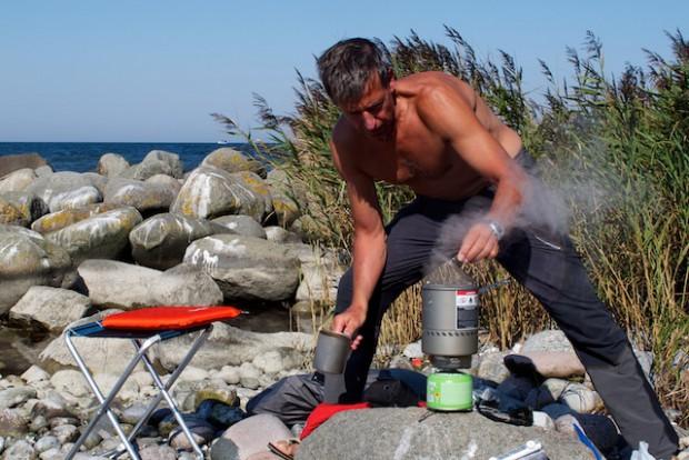 Es gibt überall an der Küste einsame und wunderschöne Plätze zum Rasten und Biwakieren. Nur muss man aufpassen, nicht aus Versehen im Naturschutzgebiet anzulanden. Sonst kann es in Rügen teuer werden.