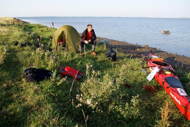 Mein erster Biwakplatz an der Westküste Rügens. Im Hintergrund Hiddensee.