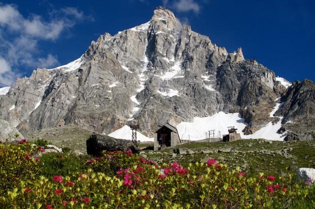 An der alten Mittelstation Les Glacier oriental schlugen wir unser erstes Lager auf.