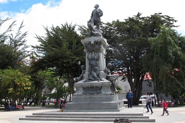 Er ist hier allgegenwärtig und thront natürlich im Zentrum der südlichsten Großstadt der Welt. Ferdinand Magellan.