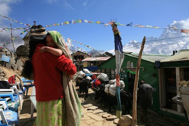 Auf einem kleinen Pass namens Mong steht die Lodge meines Freundes Anu Sherpa. Ein wunderbarer Ort.