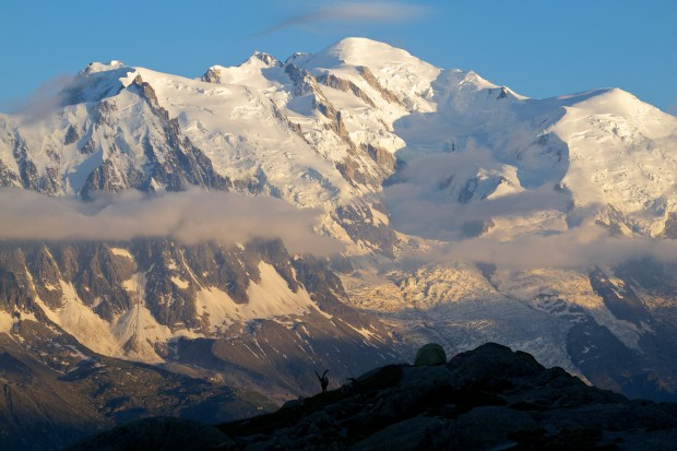 Der Mont Blanc (4810 m) im Abendlicht von den Aiguilles Rouge aus gesehen.