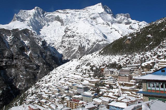 """In der news """"Bei Sherpas"""" sieht Namche doch schon ziemlich anders aus.  Tief verschneit gefällt es mir noch besser."""