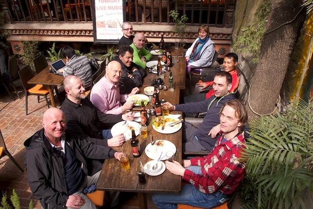 Wir hatten in Kathmandu den ganzen Tag Zeit und sind auch schon in eins meiner Lieblingsrestaurants zum Mittag eingekehrt.