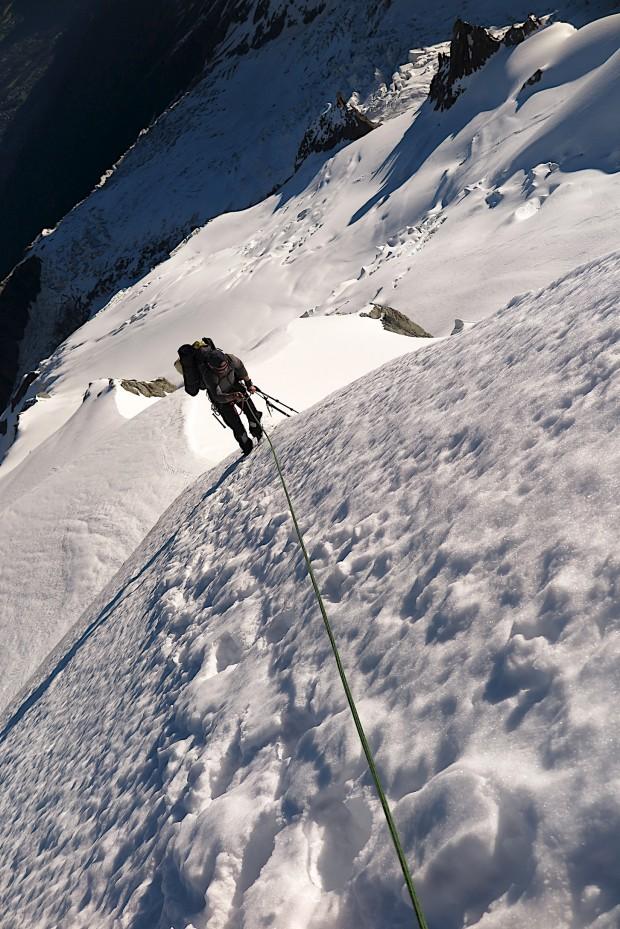 Der Nordgart am Dom du Goûter ist nicht schwer aber an der ein oder anderen Stelle kann das Seil nicht schaden.