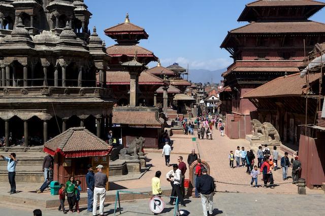 Der Durbar Square in Patan. Vor allem die alten Tempel sollen vollkommen zerstört sein. Dieser Verlust würde Nepal ins Mark treffen, weil die meisten Touristen wegen dieser einmaligen Kulturstätten nach Nepal reisen und nicht wegen der Berge.