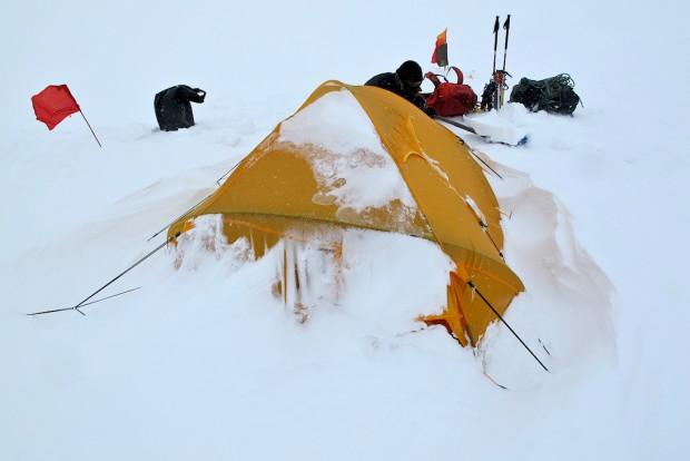 Unsere beiden Lager bei diesen Verhältnissen vom Hidden Peak zu holen, war sicher ein deutlich größerer Kraftakt, als bei schönem Wetter zum Gipfel zu gelangen.