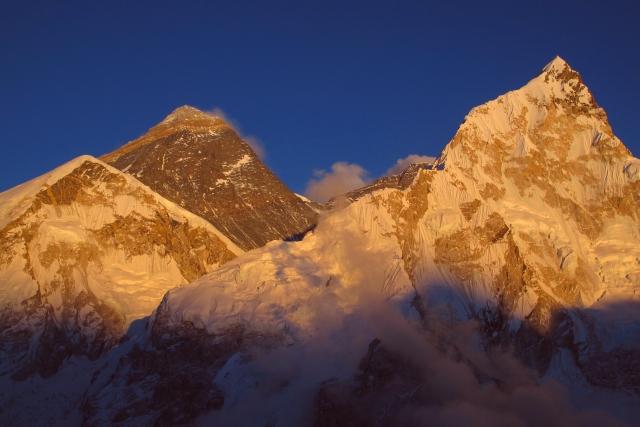 Abendlicht ist eher selten in dieser Jahreszeit. Ganz besonders selten ist glasklare Luft völlig ohne Dunst. Beides zusammen auf dem Kalar Pattar im Angesicht des Everest ist so eine Art Lottogewinn.