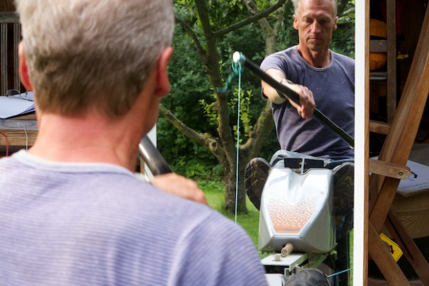 Techniktraining vor dem Spiegel. Effektiv zu paddeln spart viel Kraft und schont den Rücken.