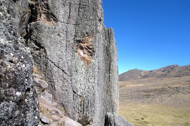 Die Routenlängen reichen von Bolderlänge bis zu 100 m. Die meisten Routen sind zwischen 15 und 30 m lang.