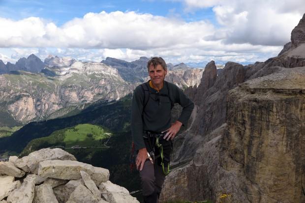 Urs auf dem Gipfel des Dritten Sellaturmes im Grödener Gebiet der Dolomiten.