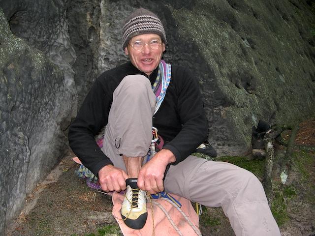 Bernd Arnold ist sicher einer der besten, innovativsten und erfolgreichsten Kletterern der Welt. Aber vor allem in der Sächsischen Schweiz ist er mit seinen zahlreichen teilweise extrem schwierigen Erstbegehungen schon heute eine lebende Legende.