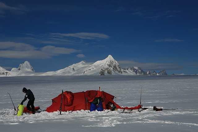Camp vor den patagonischen Bergen