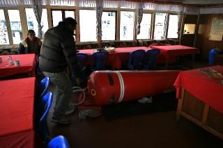 Der Gamow Bag ist eine tragbare Druckkammer. Er hilft Höhenkranke für den Abstieg fit zu machen.