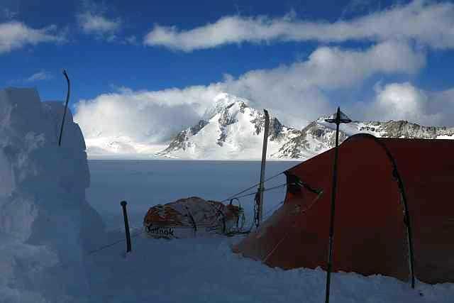 Lager vom vierten Camp auf dem Plateau