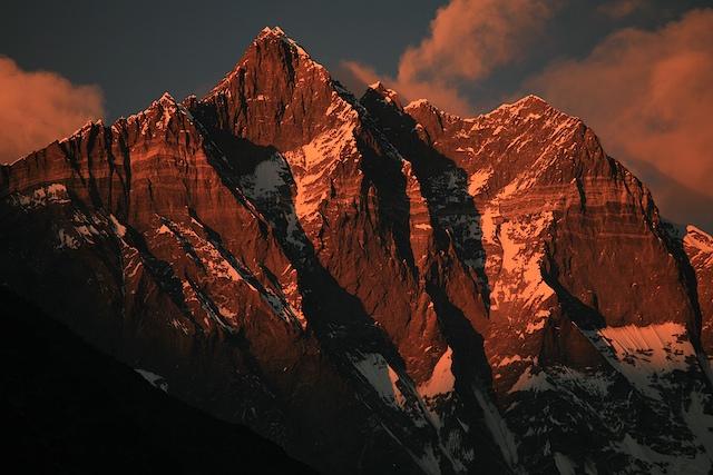 Der im Chukhungtal alles überragende Lhotse in einem Licht, für das ich 15 Jahre herkommen mußte, um das einmal so zu sehen.