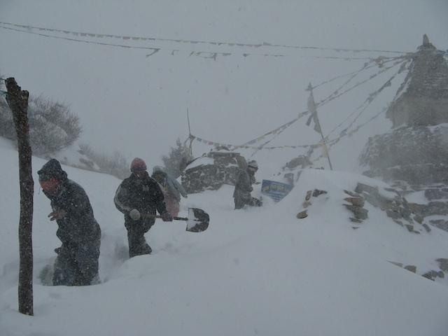 Ausnahmen bestätigen die Regel. Gefeit sind wir vor solchen Wetterstürzen aber nie im Himalaya.