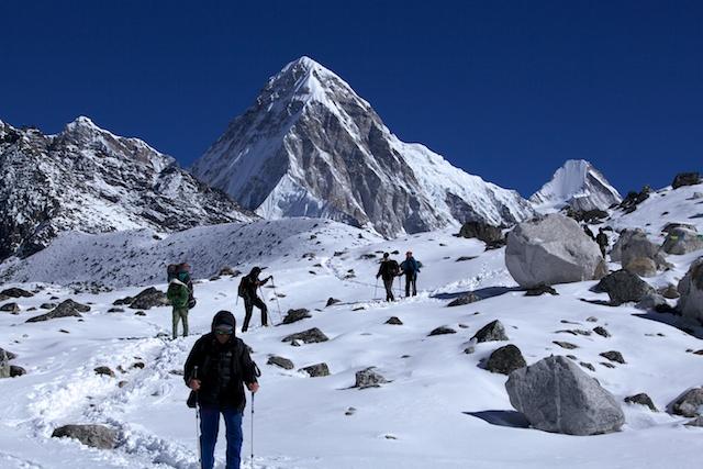 Diese beiden Gipfel, der 7161 m Pumo Ri und der 6714 m hohe Lingtren sind zwei sehr begehrenswerte Gipfel im Khumbutal. Ihr Anblick ist die Reise hier her schon wert.